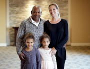 Tim Raines pose avec sa femme Shannon et... (AP, Matt York) - image 2.0