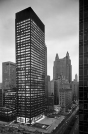 L'édifice Seagram, à New York, vu du nord-ouest... (Photo Ezra Stoller, fournie par le cca) - image 2.0