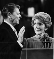 L e président Ronald Reagan prêtant serment sous... (AP) - image 2.0