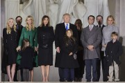 Le président élu et sa famille prennent la... (AFP) - image 6.0