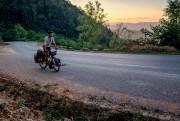 Montée vers la frontièreduLaos: le quotidien du cycliste... (Photo Jonathan B. Roy, collaboration spéciale) - image 3.0