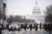 La limousine présidentielle a remonté Pennsylvania Avenue en... (AFP, Jim Watson) - image 1.1