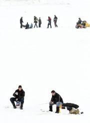 Plusieurs amateurs de pêche blanche ont lancé leur... (Le Progrès-Dimanche, Rocket Lavoie) - image 5.0