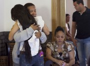 Des amis et des membres de sa familletentaient... (AP, Tatiana Fernandez) - image 2.0