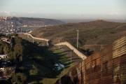 Un mur partiel est déjà érigé entre le... (AFP) - image 2.0