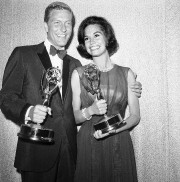 MaryTylerMoore avec Dick Van Dyke en 1964... (AP) - image 2.0