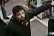 L'homme aux cheveux frisés de couleur foncée qui... (fournie par le Service de police de Granby) - image 4.0