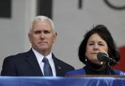 Le vice-président Mike Pence et sa femme, Karen... (AP, Manuel Balce Ceneta) - image 3.0