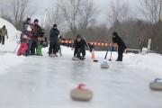 L'initiation au curling s'est tenue de justesse grâce... (Julie Catudal, La Voix de l'Est) - image 1.0