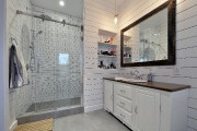 La salle de bain qui jouxte la chambre... (Le Soleil, Patrice Laroche) - image 4.1
