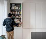 Le mur de rangement contient une série d'armoires... (Photo Marco Campanozzi, La Presse) - image 3.0