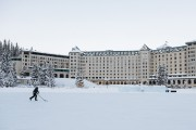 Le Château Lake Louise déblaie une grande patinoire... (Photo Yannick Fleury, La Presse) - image 2.0