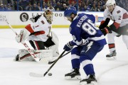 Mike Condon tient tête à Nikita Kucherov.... (Associated Press) - image 3.0