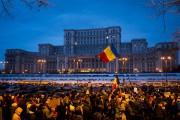 Les manifestations devant le palais présidentiel de Bucarest... (AFP, Andrei Pungovschi) - image 3.0