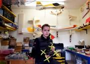 Luke Bannister dans son atelier. Le jeune Britannique... (AFP, Ben Stansall) - image 2.0