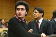 Anas Modamani (à gauche) et son avocat Chan-jo... (PHOTO KARL-JOSEF HILDENBRAND, AFP/DPA) - image 1.0
