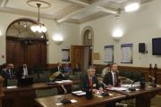 Accompagné du conseiller juridique Robert Pépin, le conseiller... (Photo Le Quotidien, Denis Villeneuve) - image 1.0