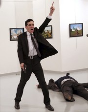 La photo lauréate a suscité la controverse au... (AP, Burhan Ozbilici) - image 2.0