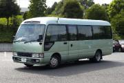 Un minibus Coaster Hybrid EV. Photo: Wikipédia... - image 3.0