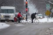 L'hiver, certaines personnes continuent à utiliser leur vélo... (Photo Ivanoh Demers, La Presse) - image 2.0