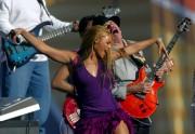 Carlos Santana et Beyoncé au Super Bowl en... (AP, Lawrence Jackson) - image 6.0