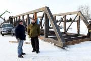 L'ingénieur Joel Fortin en compagnie du directeur général... (Photo Le Progrès-Dimanche, Rocket Lavoie) - image 1.0