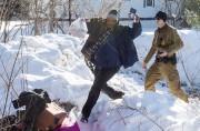 Un Somalien traverse la frontière sous l'oeil d'un... (La Presse canadienne, Paul Chiasson) - image 2.0