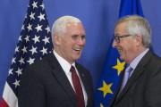 Le vice-président américain, Mike Pence, et le président... (Photo AP) - image 2.0