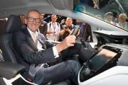 Le président d'Opel, Karl-Thomas Neumann, pose dans une... - image 2.0