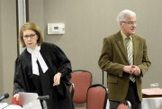 Me Estelle Tremblay (avocate de l'Évêché de Chicoutimi)... (Photo Le Quotidien, Jeannot Lévesque) - image 2.0