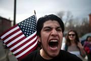 Un manifestant crie des solgans lors d'une marche... (AFP) - image 2.0