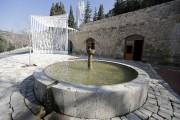 Comme la mosquée, la fontaine située à l'extérieur... (AFP, Joseph Eid) - image 3.0