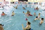 Des périodes de bains libres pour les familles... (archives La Voix de l'Est) - image 2.0