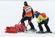 La Suissesse Denise Feierabend a été évacuée sur... (AFP, Fabrice Coffrini) - image 3.0