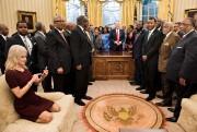 Des gens ont dénoncé un manque de respect... (AFP, Brendan Smialowski) - image 1.0