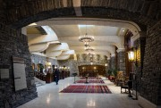 L'immense hall d'entrée du Banff Springs.... (PHOTO YANNICK FLEURY, LA PRESSE) - image 1.0
