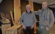L'artisan Jean-Claude Servant (à gauche) présente ses oeuvres... (Collaboration spéciale Johanne Fournier) - image 2.0