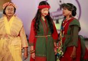 Des jeunes filles ayant survécu à des attaques... (AP, A.M. Ahad) - image 2.0