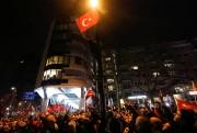 Les protestataires étaient nombreux devant le consulat turc... (Photo Yves Herman, Reuters) - image 1.0