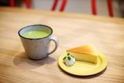 Le cafe Mito, latte matche et gateau au... (Photo Sarah Mongeau-Birkett, La Presse) - image 5.0