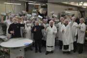 Les employés se sont approchés tout près de... (Photo Le Quotidien, Louis Potvin) - image 1.0