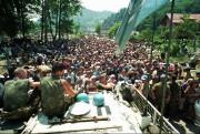 Cette photo captée le 13 juillet 1995 montre... (ARCHIVES AP) - image 2.0