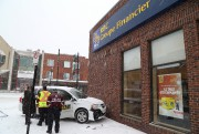 Un véhicule de MAtv a percuté le bâtiment... (Janick Marois, La Voix de l'Est) - image 3.0