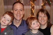 Thomas, Benoît et Marie-Ève entourent Julianne, quatre ans... (Fournie par la famille) - image 3.0