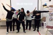 Maggie MacDonnell au milieu d'élèves du Nunavik.... (La Presse Canadienne) - image 1.0