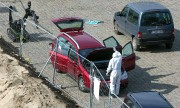 Une fois examinée par les démineurs, la voiture... (AP) - image 2.0