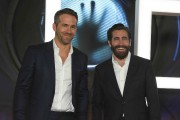 Ryan Reynolds et Jake Gyllenhaal à la première... (AP, Jack Plunkett) - image 2.0