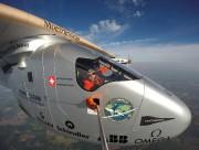 Bertrand Piccard pilotant un Solar Impulse 2 en... (REUTERS) - image 2.0