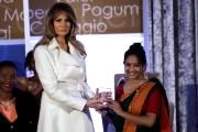 Melania Trump pose aux côtés de Sharmin Akter,... (REUTERS) - image 2.0