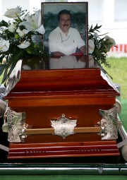 Une photo de Ricardo Monlui Cabrera est installée... (AFP) - image 2.0